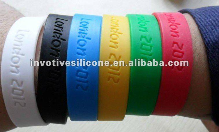 BSCI Factory Promotional raised logo silicone wristband custom embossed advertising bracelet