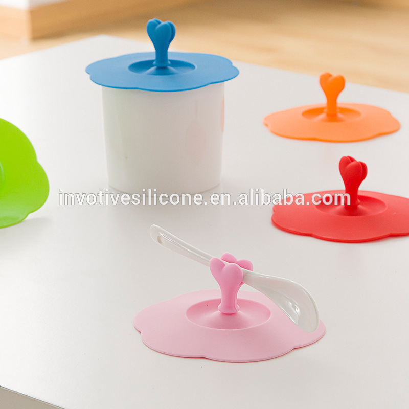 BSCI Factory Food Grade Promotional Gift Silicone Coffee Cup Cover lid with Heart Spoon Holder